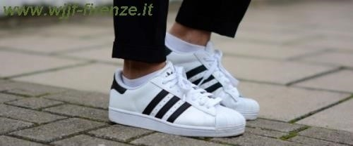 adidas superstar nere indossate